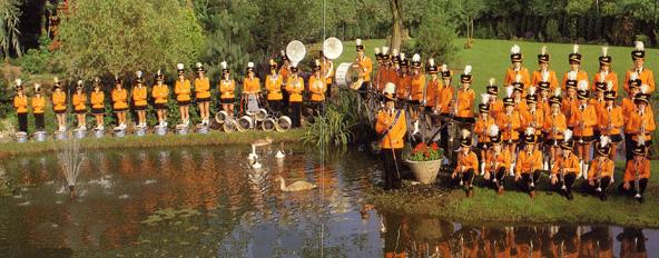 Omstreeks 1980 - Drumfanfare Sint Brigida in het oranje uniform.